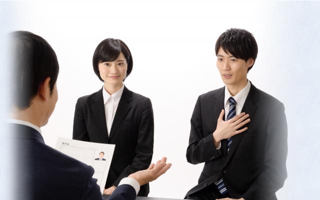 採用担当者の業務も、 内定者の不安も、 両方解決します!